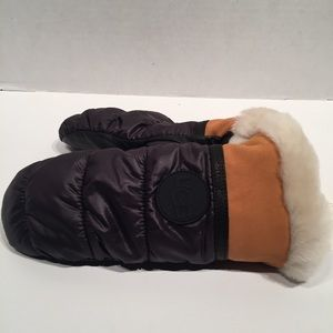 UGG Other - Ugg All Weather Touchscreen Mitten/ Gloves